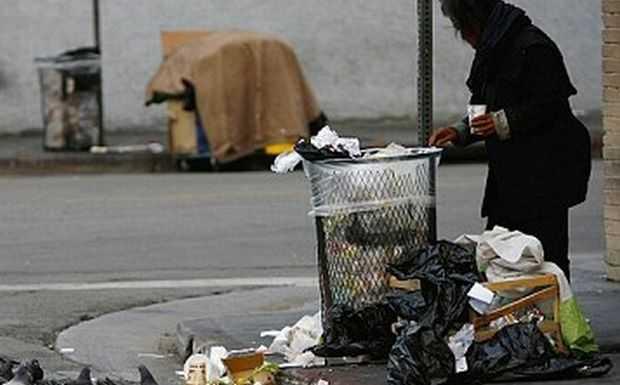 Στοιχεία που σοκάρουν: 6,3 εκατ. Έλληνες βρίσκονται κάτω ή απειλούνται από την φτώχεια