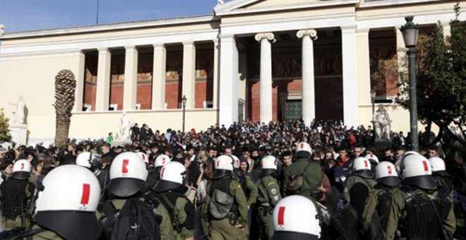 Έκρυθμη η κατάσταση στην Ελλάδα με την επέτειο θανάτου του Αλέξη Γρηγορόπουλου