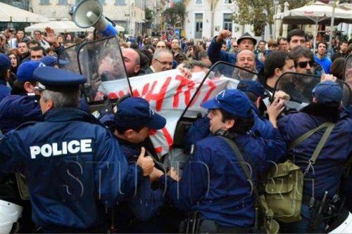 Λαός στο Ναύπλιο προς Αν. Σαμαρά: Σήκω φύγε! Δεν σε θέλουμε! Παραιτήσου