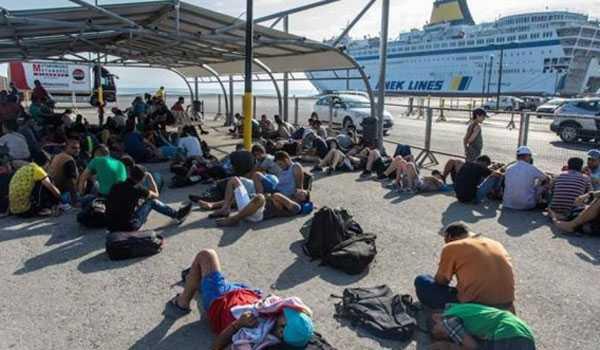 Αποβιβάστηκαν στον Πειραιά ακόμα 2.500 μετανάστες