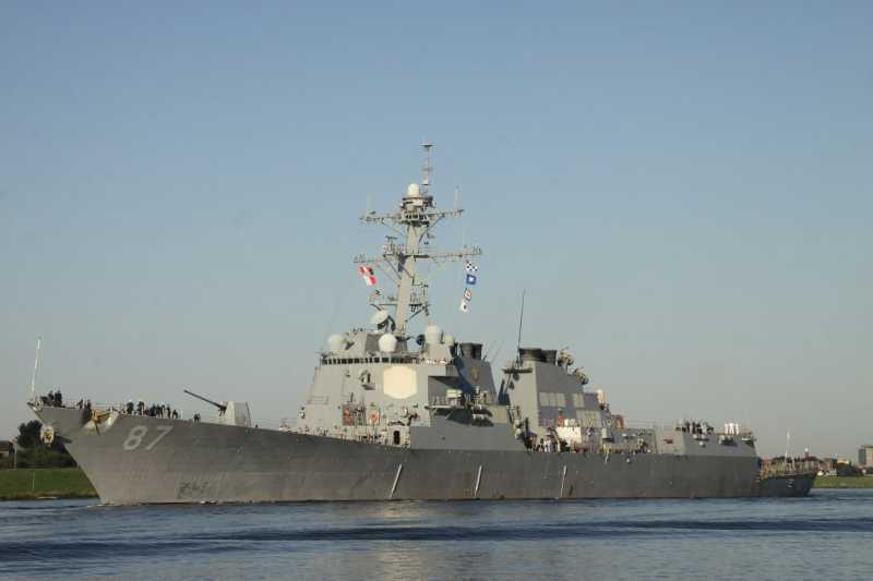 Το αντιτoρπιλικό USS MASON DDG 87 στον Πειραιά (βίντεο)