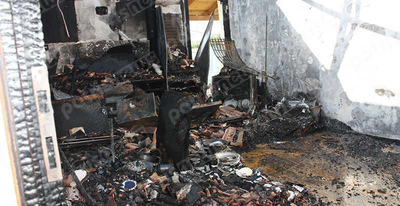 Η φωτιά κατέστραψε εξαμελή οικογένεια στο Λαντζόι της Ηλείας