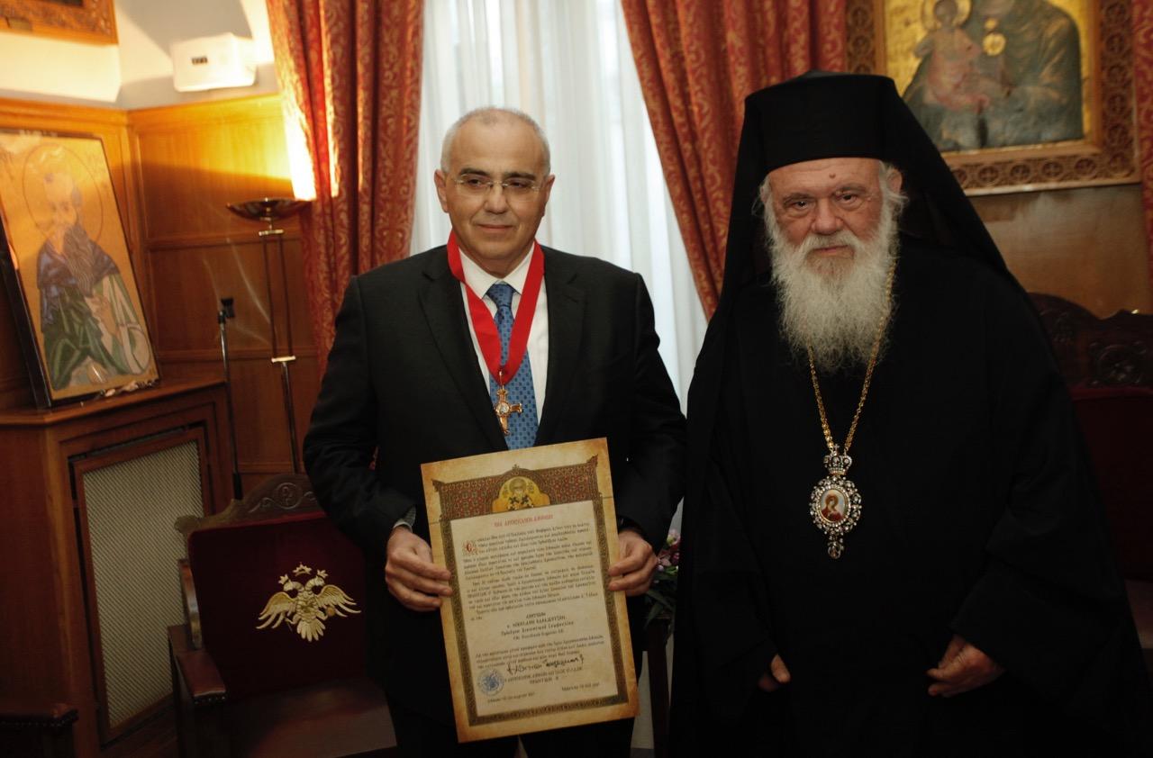 O Aρχιεπίσκοπος τίμησε τον Πρόεδρο της Eurobank Νικόλαο Καραμούζη