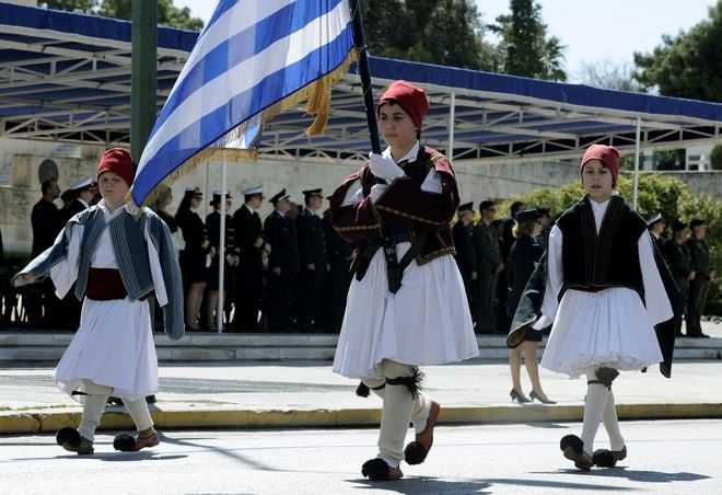 Η περήφανη παρέλαση των μαθητών (εικόνες)