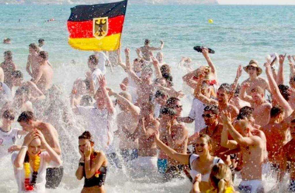 Γερμανική «απόβαση»: Αριθμός-ρεκόρ για τους τουρίστες από την Γερμανία