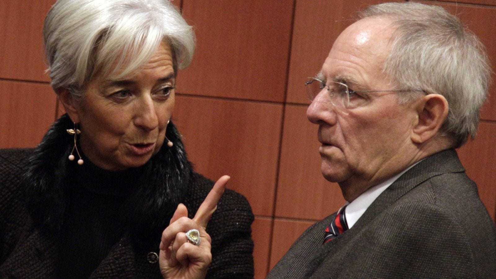 Die Welt εναντίον Σόιμπλε για τους χειρισμούς του στο Eurogroup