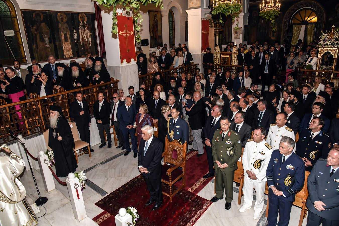Ο Προκόπης Παυλόπουλος στην υποδοχή του ιερού λειψάνου της Αγίας Ελένης