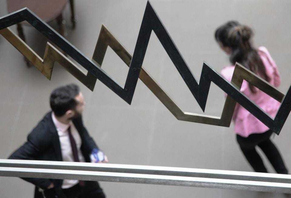 Το πολιτικό κλίμα επηρεάζει αρνητικά τις αγορές ομολόγων