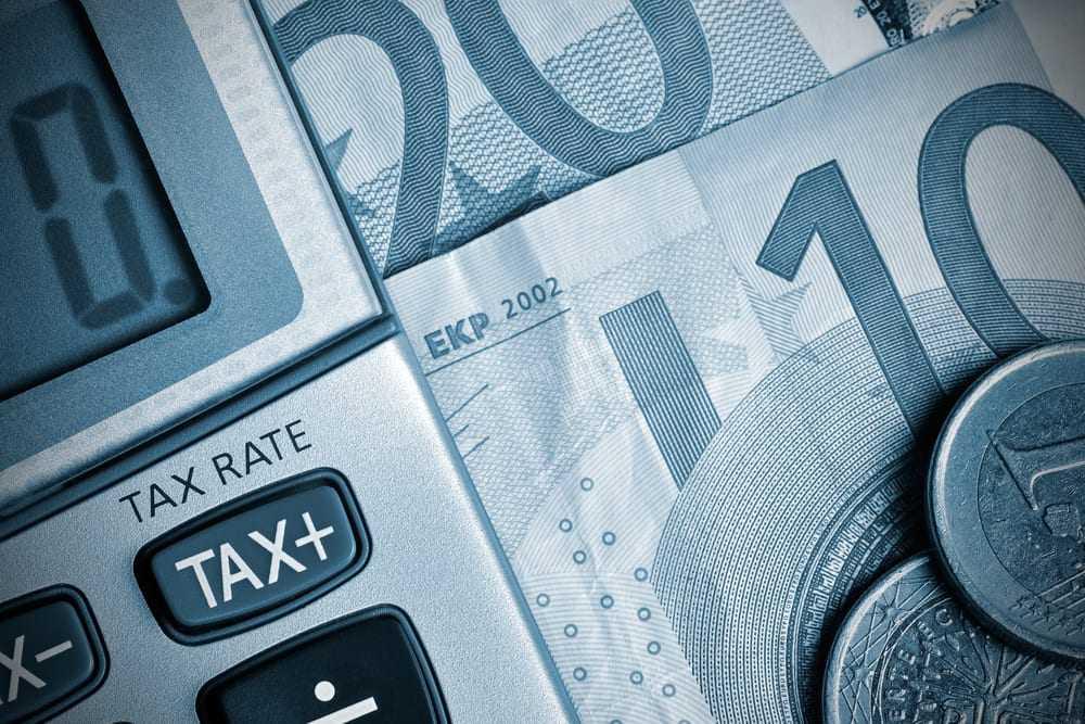 Φορολογία-φωτιά το 2017: Βαρύς ο πέλεκυς από την Εφορία για μισθωτούς και ελεύθερους επαγγελματίες