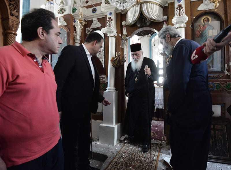 Στο πλευρό των σεισμοπαθών της Λέσβου ο Αρχιεπίσκοπος