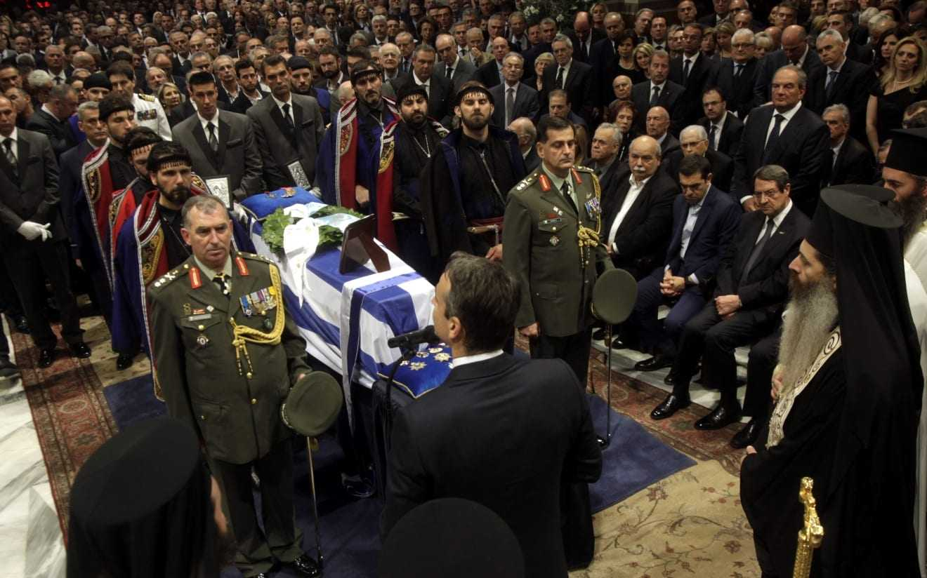 Για πάντα στην Κρήτη-Το τελευταίο αντίο στον Κυριάκο Μητσοτάκη στο νεκροταφείο του Αργουλιδέ