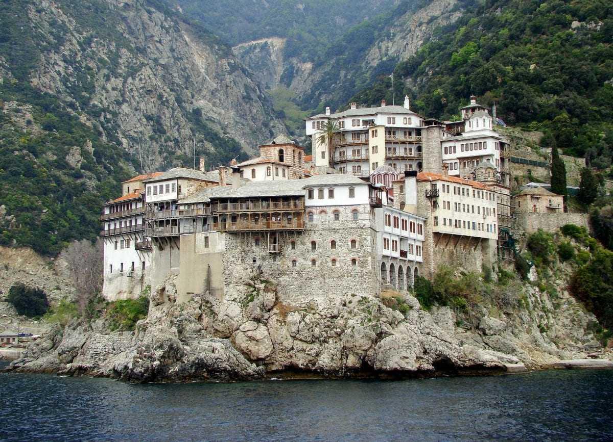 Τι αναφέρει η Ιερά Κοινότητα Αγίου Όρους για τη συμφωνία των Πρεσπών