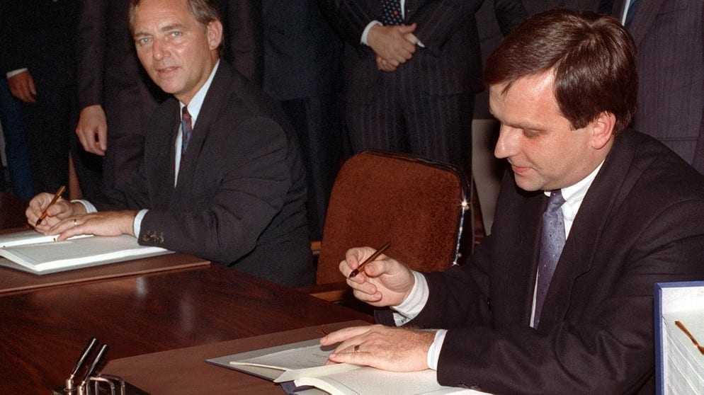 Κύριε Σόιμπλε θα λεηλατήσετε την Ελλάδα όπως κάνατε στην Ανατολική Γερμανία;