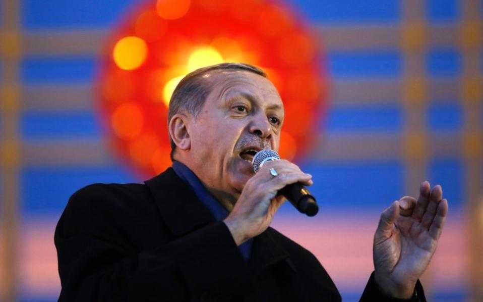 Συνεχίζει τις προκλήσεις ο Ερντογάν – Πρέπει να κάνουμε μαζί της γεωτρήσεις και να διαμοιραστούμε μεταξύ μας ό,τι προϊόντα εξορυχθούν