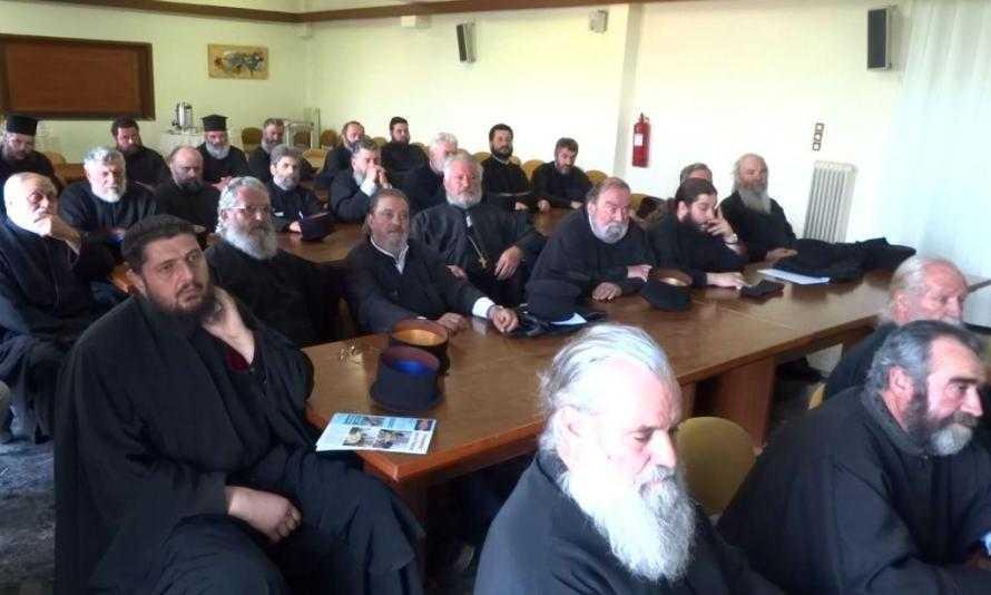 Κληρικοί Καλαβρύτων: Ούτε βήμα πίσω για σημαία, προσευχή, θρησκευτικά