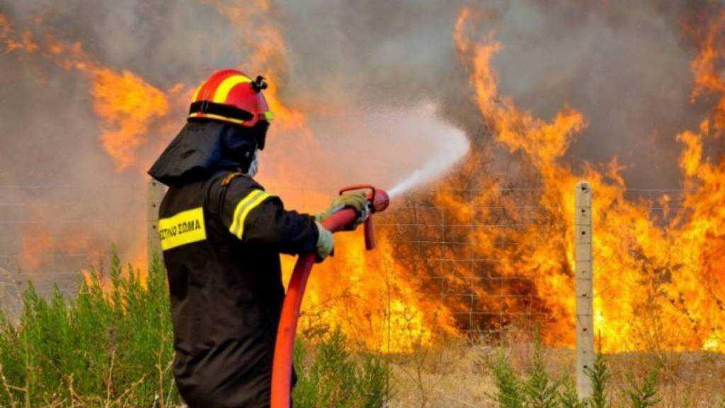 Σε πύρινο κλοιό η Ελλάδα! Προειδοποίηση των Αρχών για σοβαρό κίνδυνο νέων πυρκαγιών