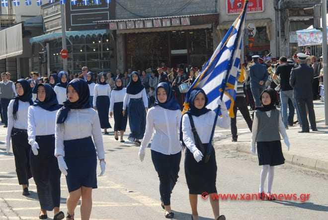 Παρέλαση μαθητριών με μαντίλες στην Ξάνθη