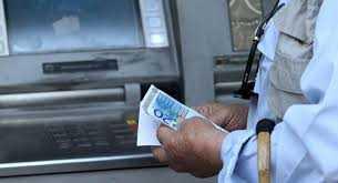 Αλλάζει το όριο αναλήψεων- Χαλαρώνουν τα capital controls