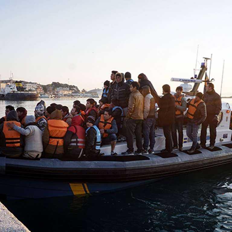 Οικογένειες Τούρκων δικαστικών αποβιβάστηκαν χθες στις Οινούσσες και ζητούν πολιτικό άσυλο