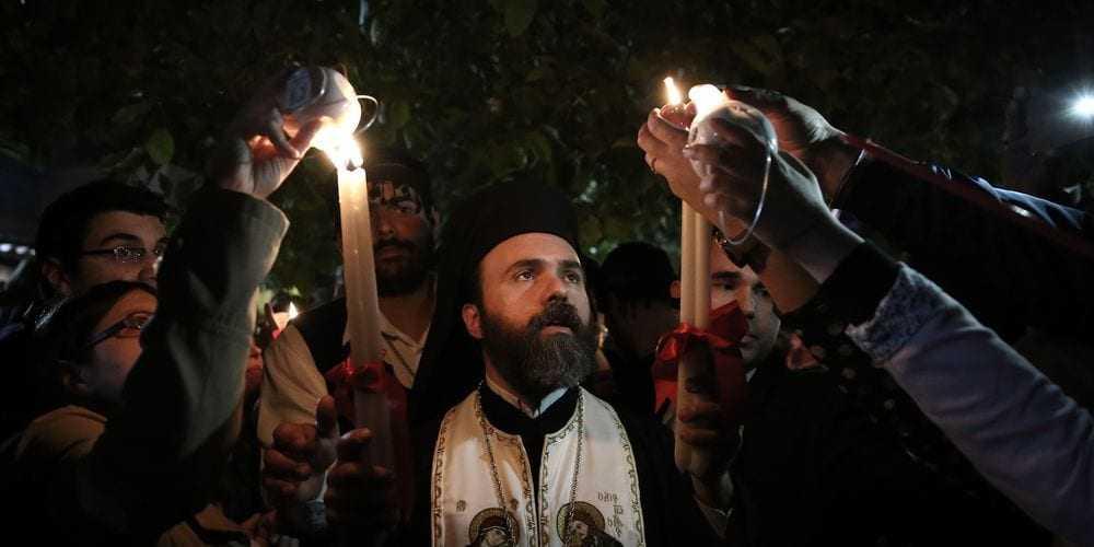 Καθ' οδόν για τα Ιεροσόλυμα η ελληνική αποστολή για να παραλάβει το Άγιο Φως