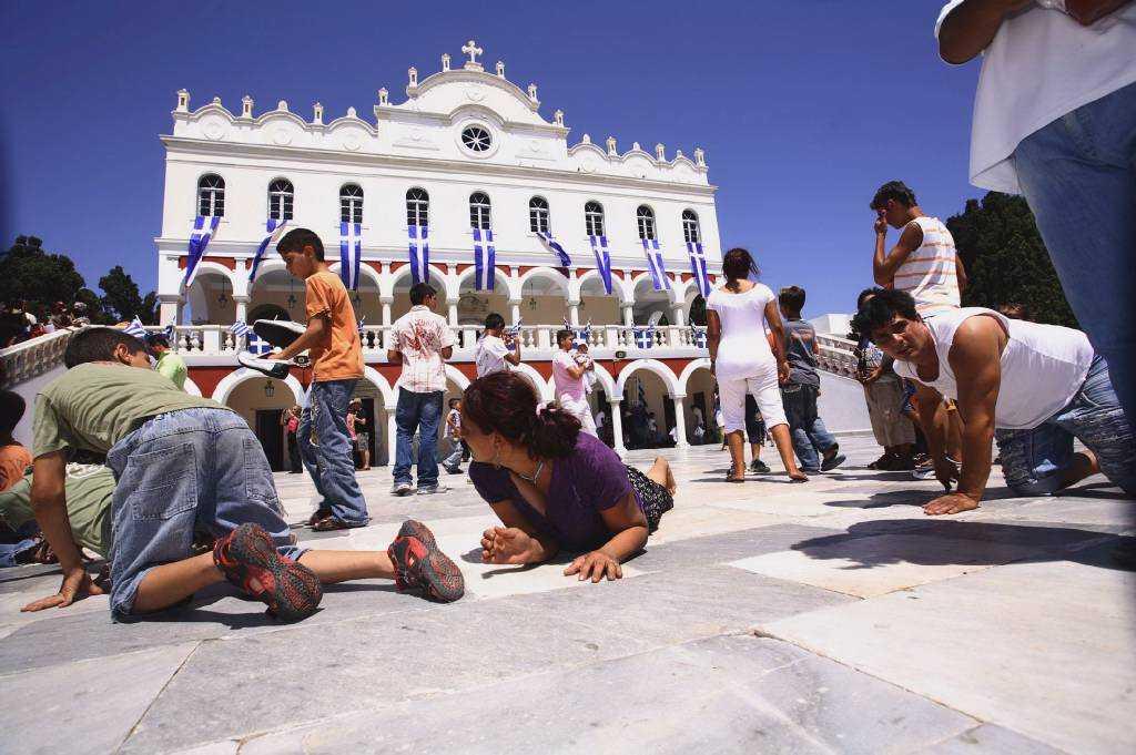 Η κόντρα Κυβέρνησης-Εκκλησίας για τη διοίκηση του Πανελληνίου Ιδρύματος Ευαγγελίστριας Τήνου οδηγείται στο ΣτΕ