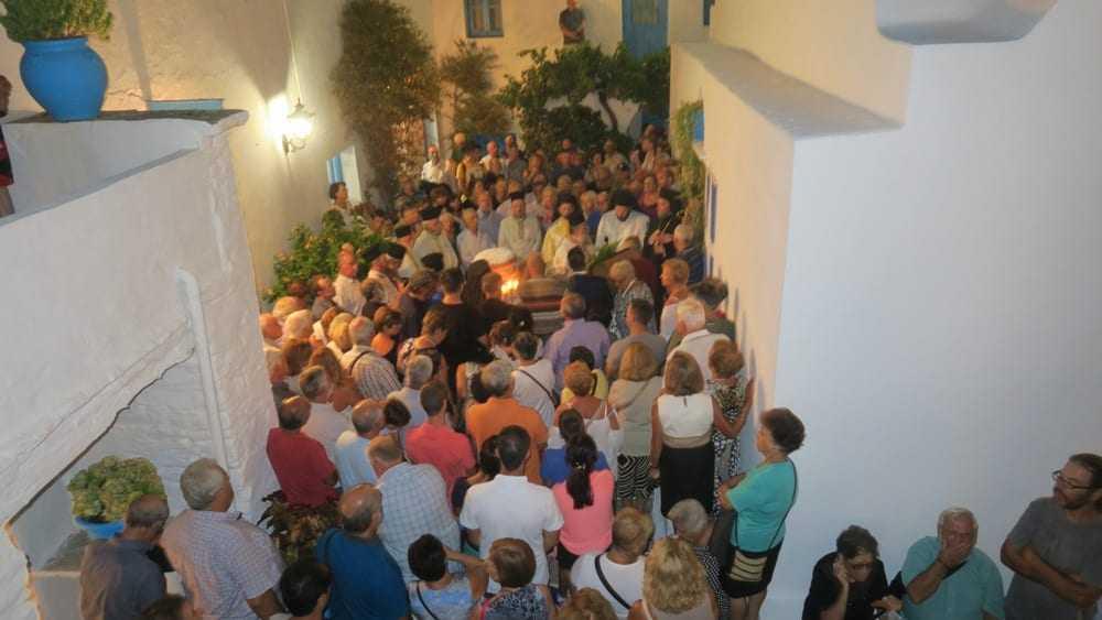 Γενέσιο της Θεοτόκου: Εόρτιος εσπερινός στη Μονή Βρύσης Σίφνου (ΦΩΤΟ)